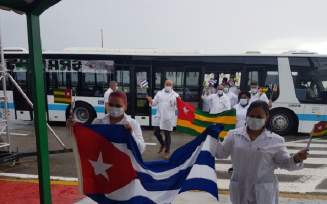 les medecins cubains felicites par faure gnassingbe